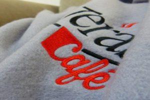 Hoodies besticken Sweatshirts Pullover bedrucken lassen